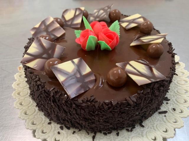 Relleno de nata y cubierta de chocolate 1,8kg