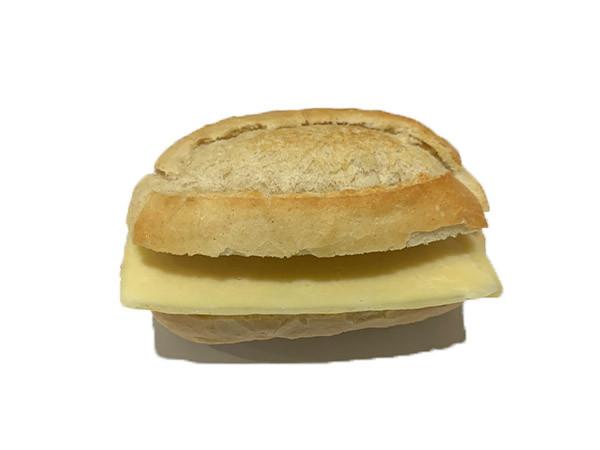 Bocadillo de jamón york y queso pequeño
